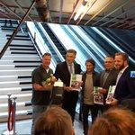 Wethouders @hugodejonge @adriaanvisser en RET directeur @pgpeters nemen pianotrap officieel in gebruik #vitalestad https://t.co/n4IjXjnQc9