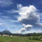 Esta mañana se han registrado dos erupciones consecutivas del Volcán #Santiaguito. Compártanos sus fotografías!! https://t.co/j0zkXierpz