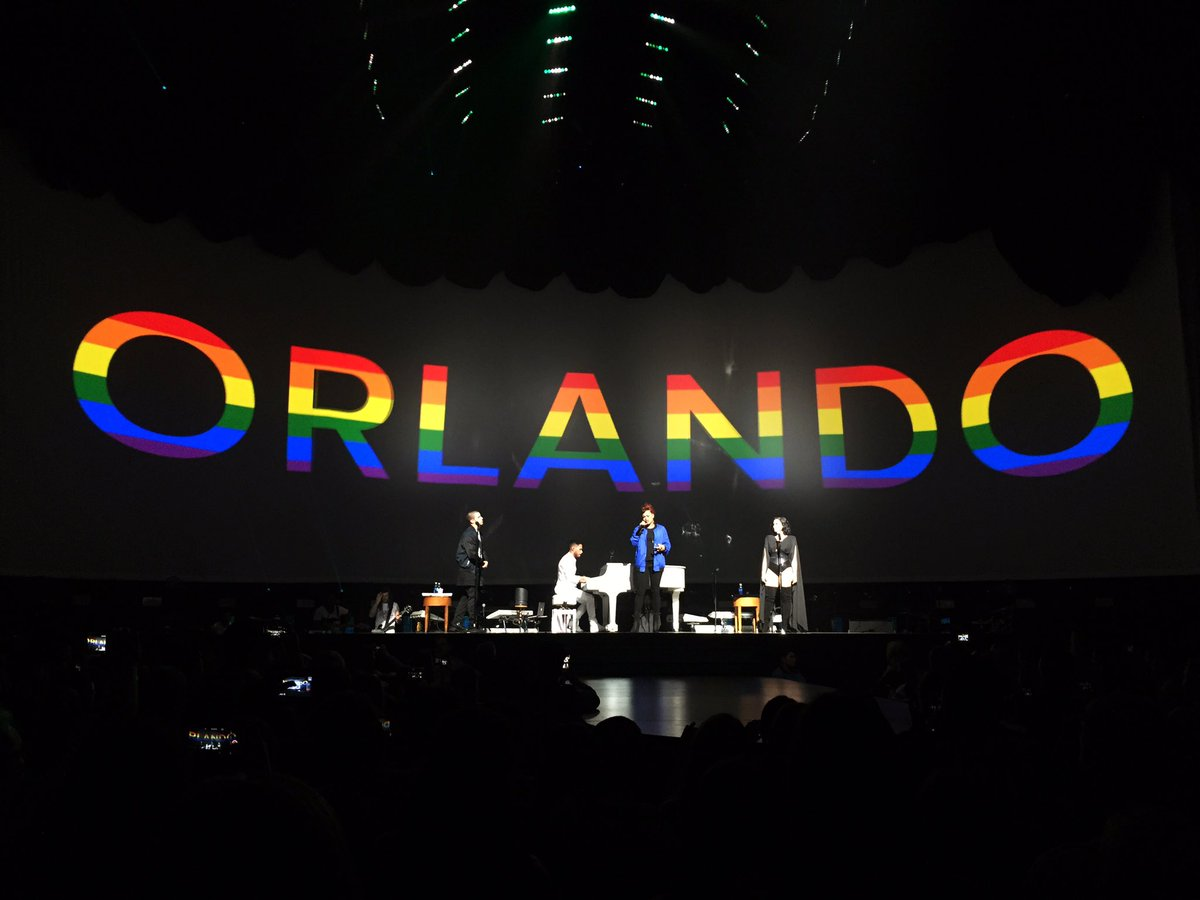 We just witnessed a wonderfully heartfelt tribute to the Orlando victims by @ddlovato, @nickjonas & @AndraDayMusic. https://t.co/HNzP58UtDi