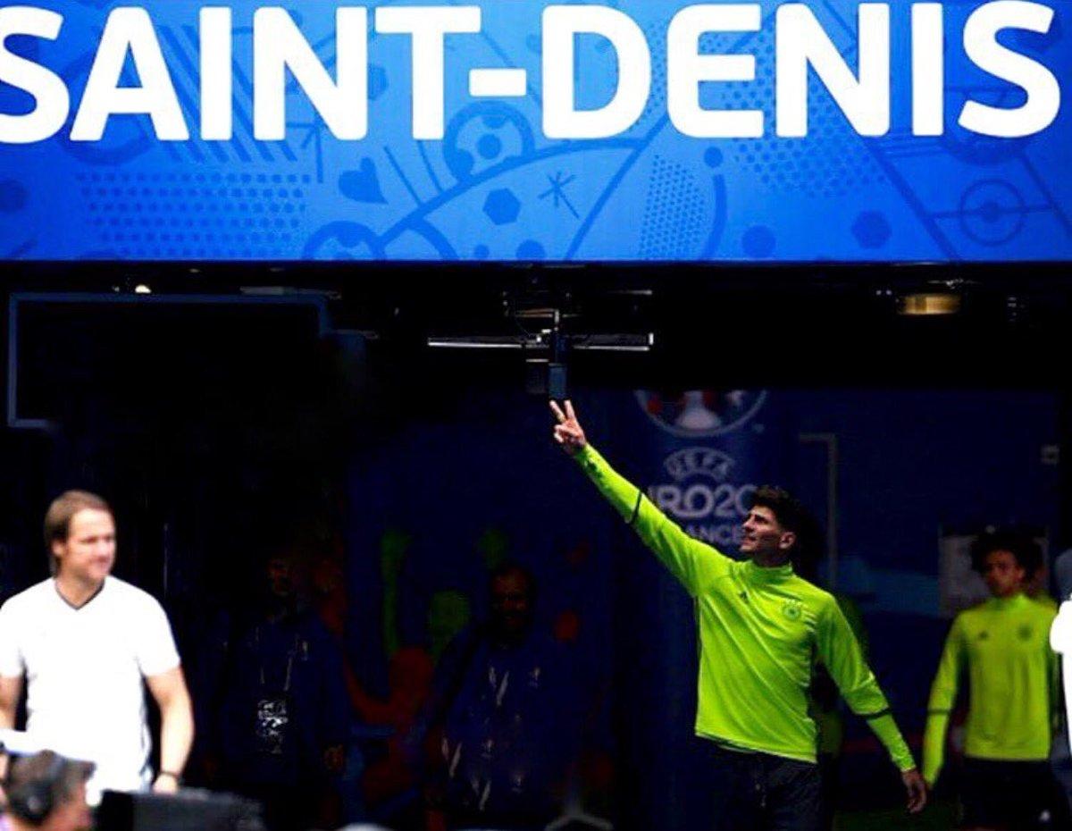 Saint-Denis...Just one more step...Jetzt erst recht ! 💪🏽 #ViveLaMannschaft #JederFuerJeden #DFB #23 #33 #vamos https://t.co/4uV7oWEEGb