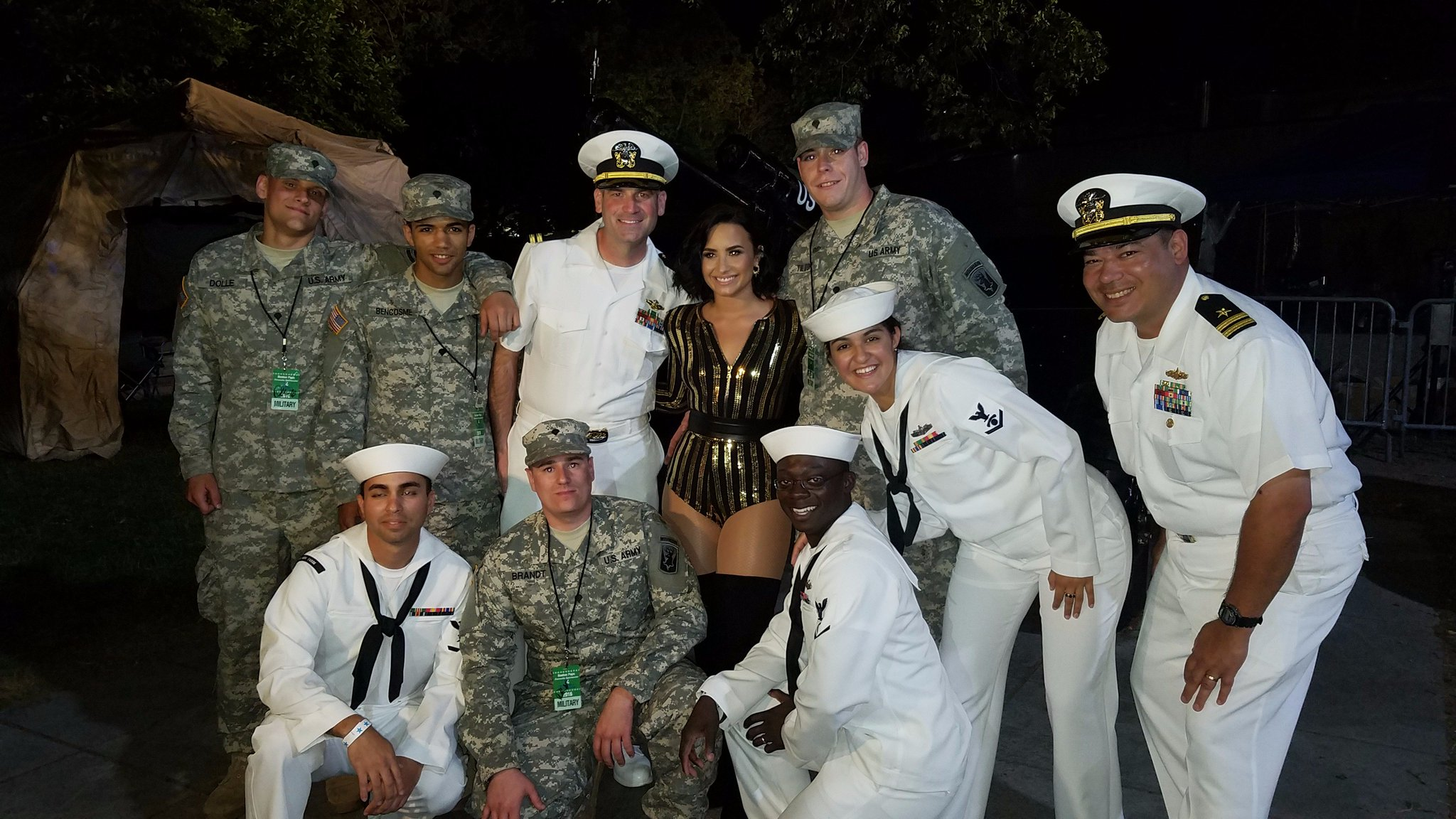 Loved meeting a few Navy and Army heroes over the weekend ������  #thankyou #hooyah #hooah https://t.co/dTeejXpa6K