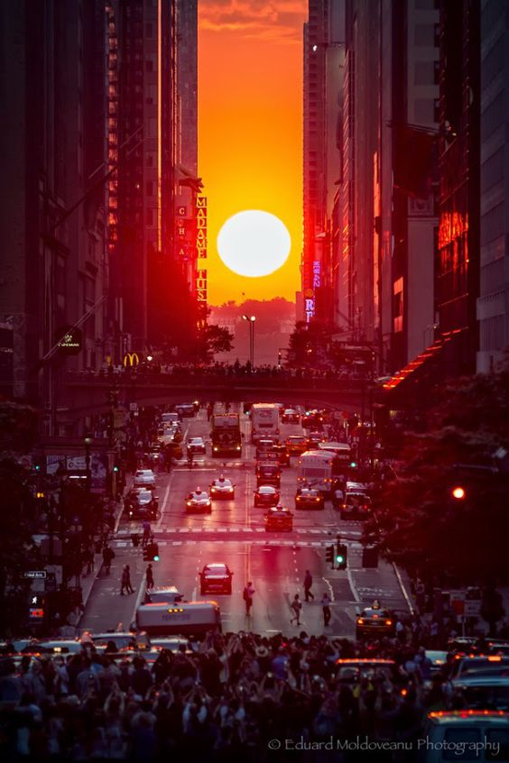 Tonight will be your last chance to see the incredible phenomenon of #Manhattanhenge ! It will occur around 8:20pm ! https://t.co/Tmt31gDYVD