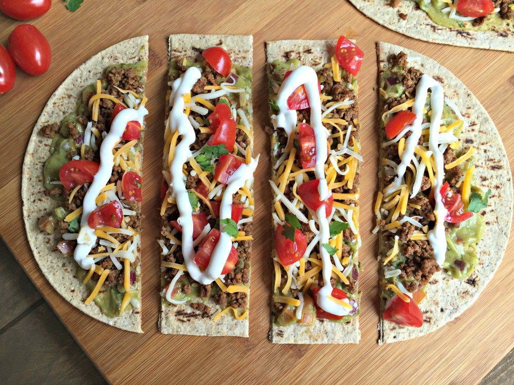 This Mexican Taco Pizza does not disappoint. https://t.co/hEXL8cw0Hd https://t.co/FoME8O2Bhv
