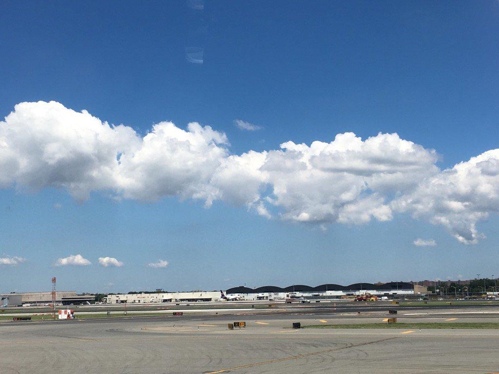なんか可愛い雲。さあ、わたしの熱い夏が始まる in Japanだわ。