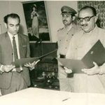 Syed Qaim Ali Shah taking oath from then Governor of #Sindh Mir Rasool Baksh Khan Talpur #ThankYouQAS https://t.co/sDC6OjWGP9