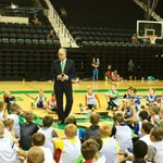 Encouraging Little Hoopers basketball campers to practice hard and play for @UNDmbasketball @myUND https://t.co/XPswrlTLOR