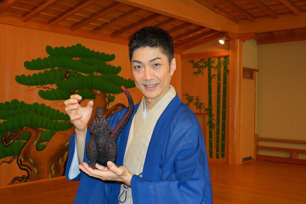 祝!!「シン・ゴジラ」公開!! 先ほど初日舞台挨拶で発表がありました、ゴジラ役は野村萬斎さんに演じて…