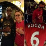Paul Pogba signs the new United home kit (with Pogba 6 on the back) for a fan during his holiday in Los Angeles. https://t.co/QEF7V9DrMr