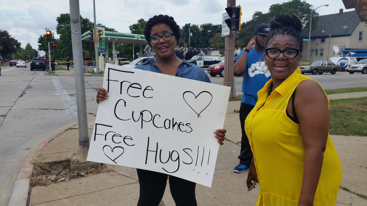 Group in #Milwaukee handing out cupcakes and free hugs at Sherman Park near burned down gas station. https://t.co/Fv8qI3aQH9