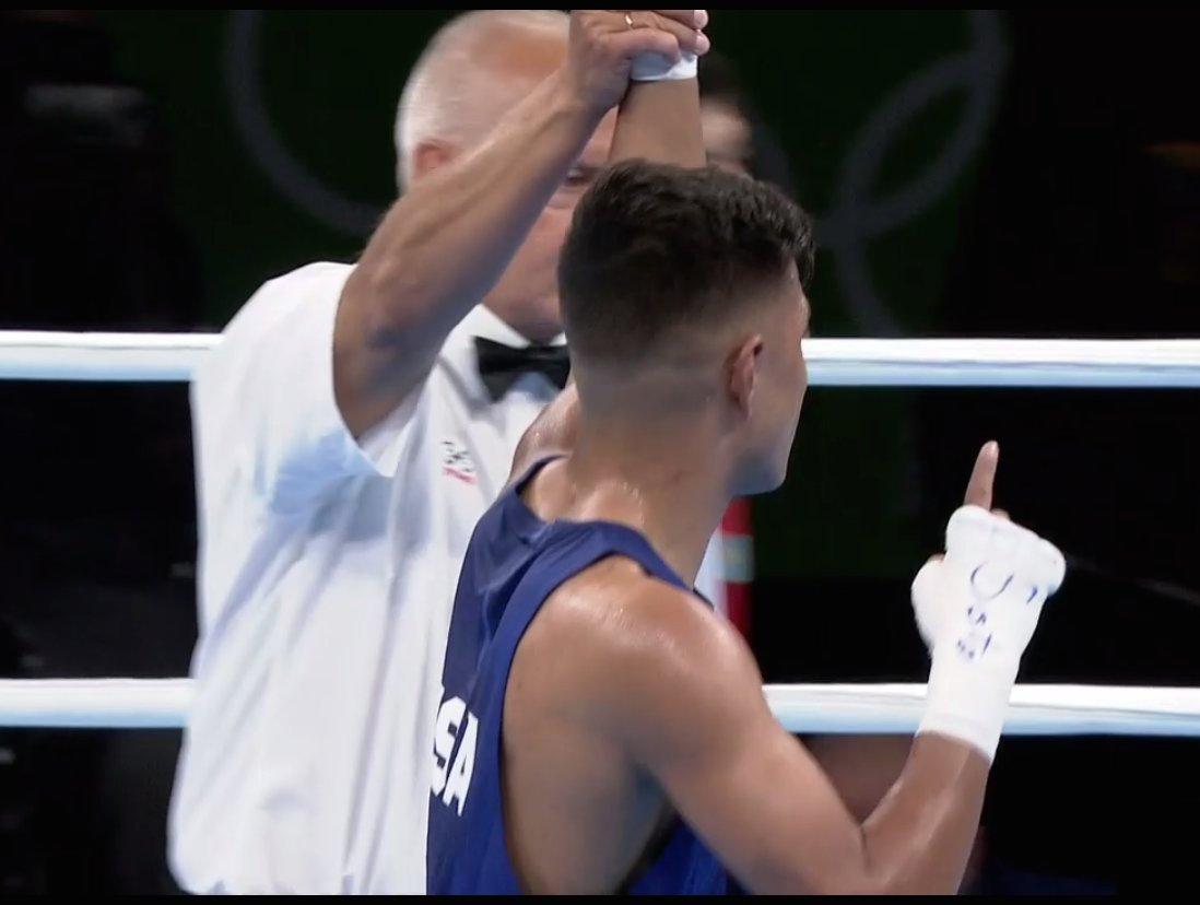 And Carlos Balderas grabs the first #TeamUSA WIN! #boxing https://t.co/3HbUjhJkkp