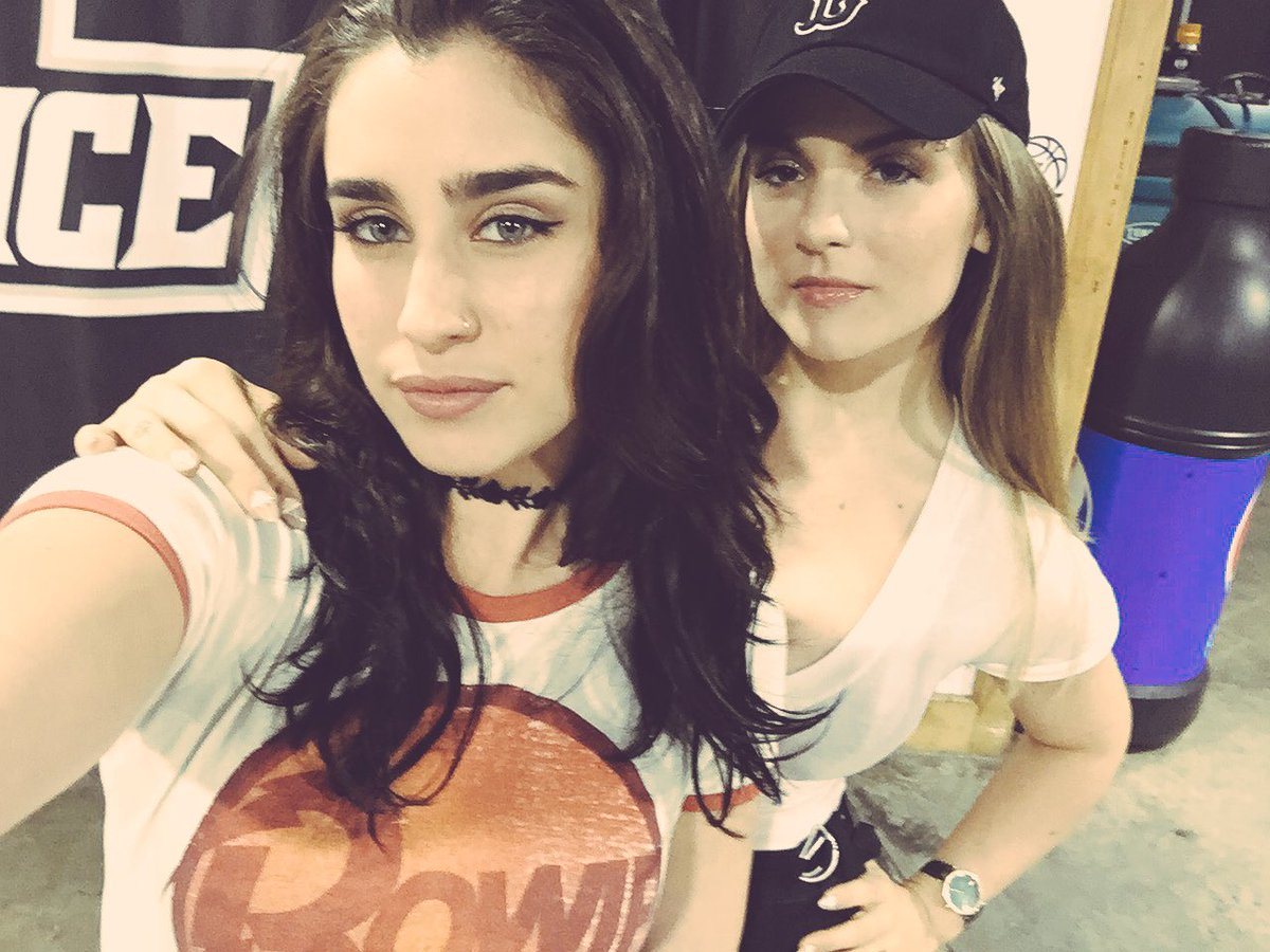 2 the sweet girl from meet&greet who said a pic of L & I was all she wanted for her birthday... @LaurenJauregui