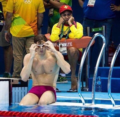 """""""당신이 쓸모없는 사람이라고 느낀다면 올림픽 수영경기장의 인명구조원을 보라"""" @FrankDenneman 님의 트위터글 중. https://t.co/PaDOF82ZGW"""