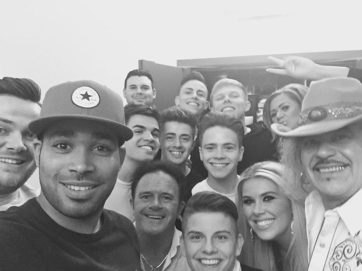 Super selfie @YESLADBAND @officialjameshx @2shoesOfficial and co #xtraFactor #tonight https://t.co/uC4wyINZ99