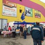 На ярмарке работает моб.приемная членов фракции «Единая Россия»в УГД, волонтеры помогают жителям доставить продукцию https://t.co/0vEzjL19MO