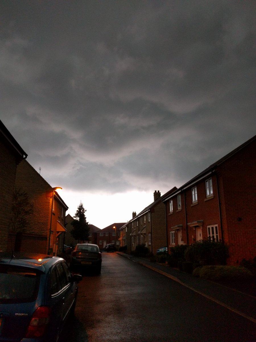 #storm over #Faringdon #Oxfordshire around 1hr ago https://t.co/qN3Q39nYWF