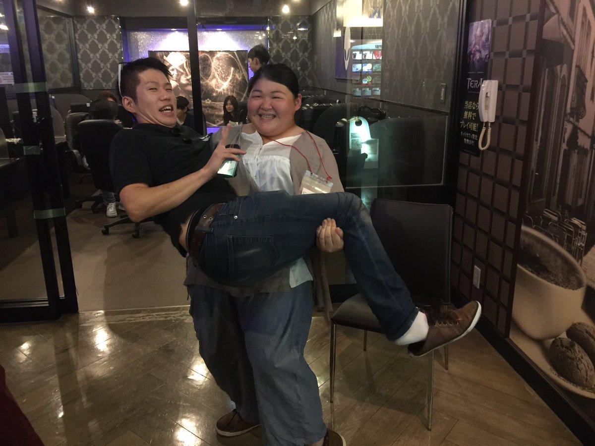 大阪大会お疲れ様でした! サドアタガールにお姫様抱っこしてもらったの図。 https://t.co/FEn2GTcpuh