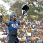 A fitting farewell! Tillakaratne Dilshan salutes a packed stadium after his final ODI innings #ThankYouDilshan https://t.co/PrQAqcEvOY