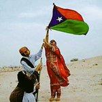Beautiful photograph of brave Baloch children unfurling the #Balochistan flag. Daring the terrorist state #Pakistan. https://t.co/17FLXjPzSX