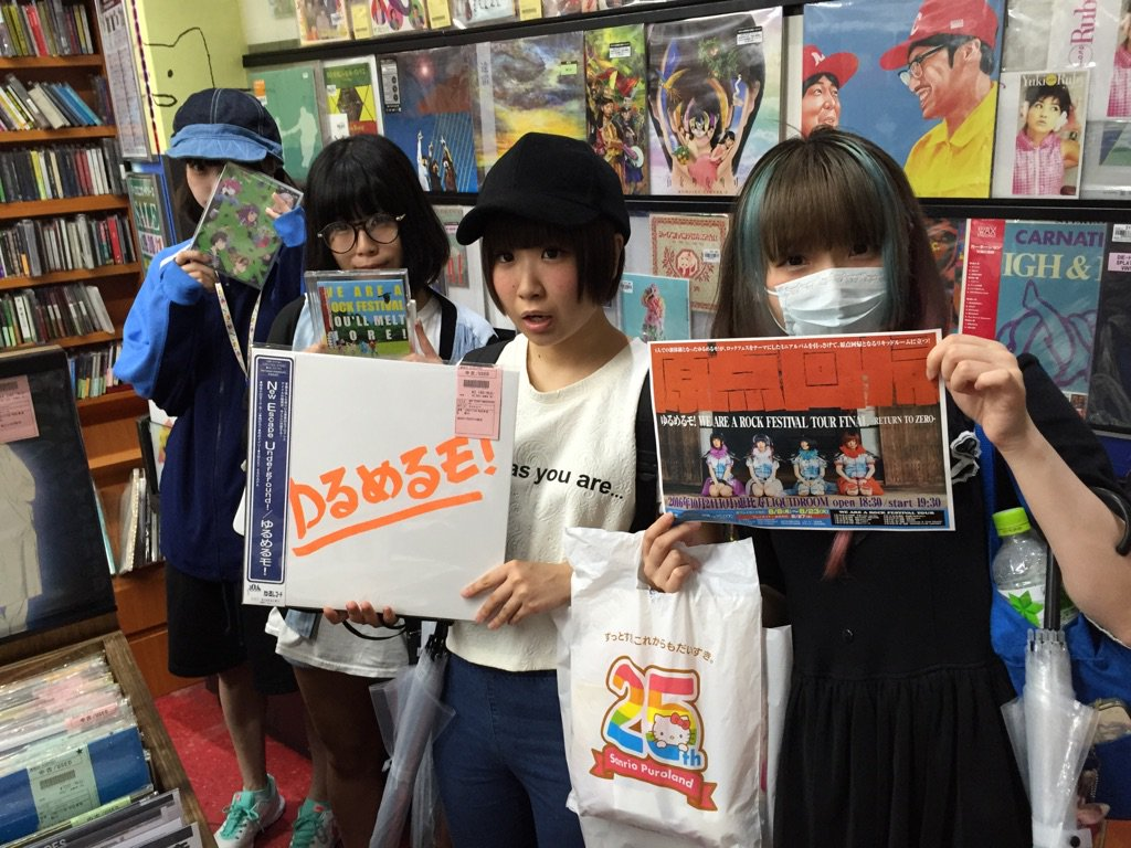 8/20(土)ゆるめるモ! みなさんご来店! お2人かと思いきや、レコードコーナーのほうから・・ 全員いらっしゃいました!みなさん礼儀正しい方々でした。 ご来店ありがとうございます! ディスクユニオン新宿日本のロック・インディーズ館 https://t.co/1AzHhMJnh1