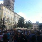 На #ДеньНезалежності на площі Ринок у #Львів ніде яблуку впасти. Я пробував. https://t.co/JoXds85JFk
