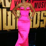 #ThrowbackThursday: @Rihanna at the 2007 #VMAs. See her perform Sunday on the @MTV Video Music Awards at 9PM ET/PT! https://t.co/SneIhbHSAM