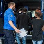 Bundesrat #Maurer räumt indirekt ein, dass #Schweiz-er Grenzwächter über #Asyl entscheiden https://t.co/3UZHVCgFyP https://t.co/yDxfxsVMg4