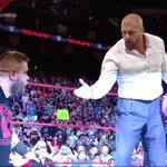 .@WWERollins eliminates @WWERomanReigns... @FightOwensFight eliminates @WWERollins! #RAW #UniversalChampionship https://t.co/RegP6DIl3V
