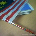Growing up in Malaysia : Independence Day version Berebut beli bendera ni, sebab nak gula-gula dia je 😂 https://t.co/yR6KNRCEAb