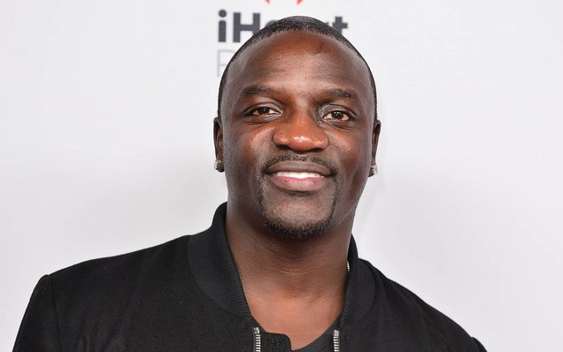 Singer @Akon receives a $1 bn line of credit to provide solar to Africans: https://t.co/YG2T19IZnb https://t.co/YDg90en5nZ