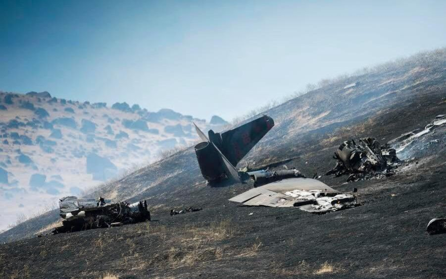 U-2 spy plane crashes on training mission in California, killing pilot and starting wildfire