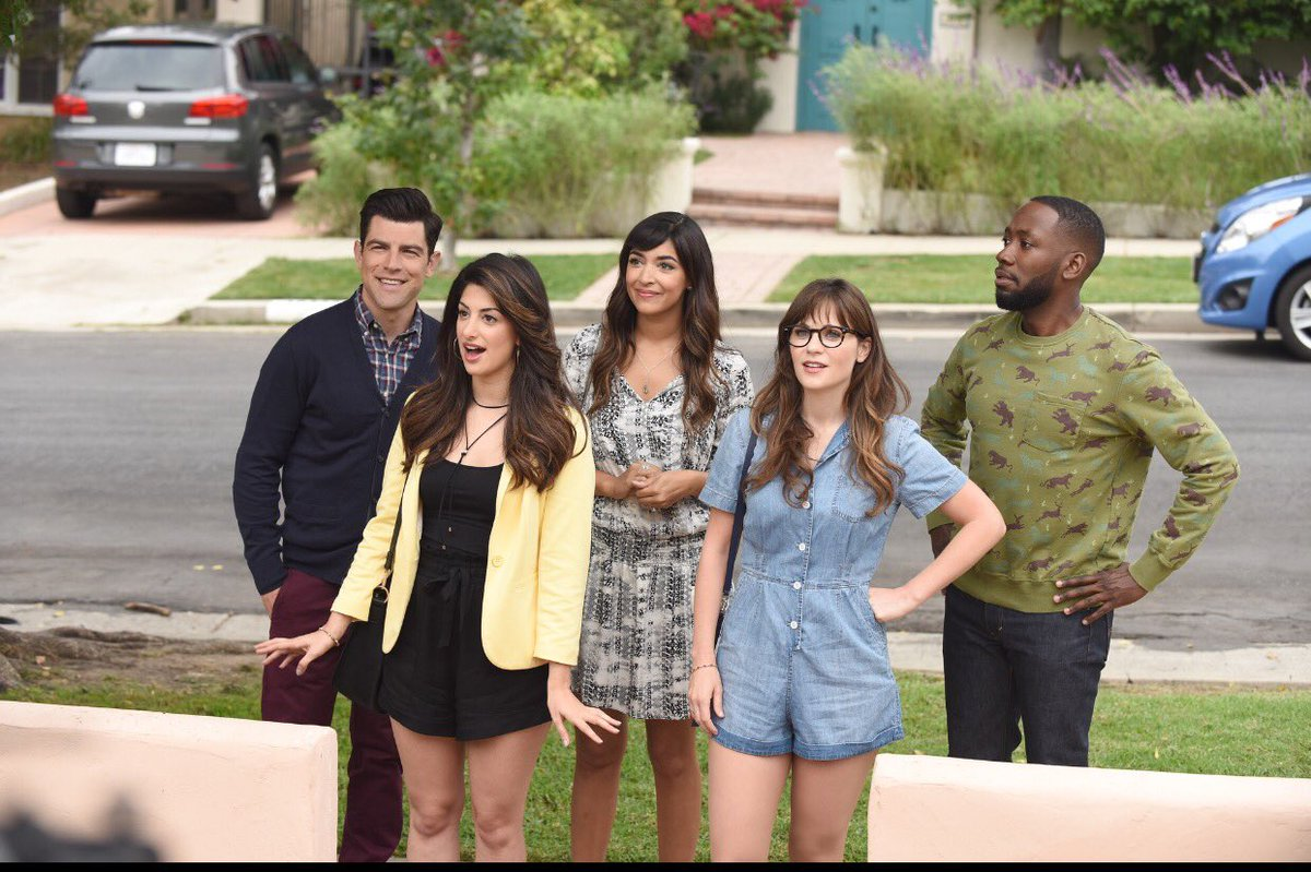 I directed the season premier of #NewGirl. On tonight at 8:30 on fox after #Brooklyn99 https://t.co/oFSvJULlaV