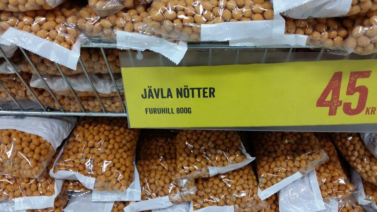 Reflexion 2 på köpcenter ☺  Vågar man äta dessa nötter?!