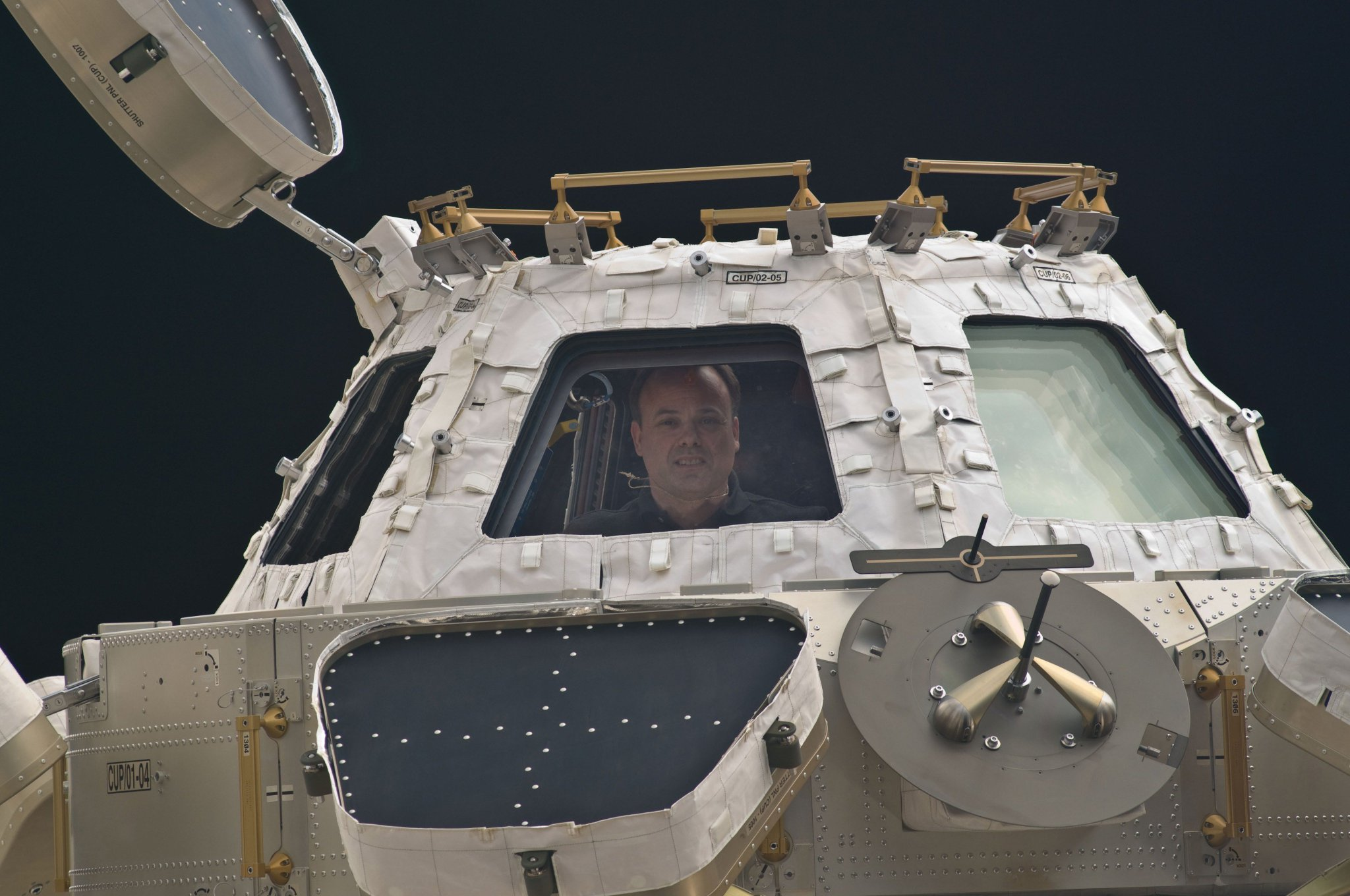 #OnThisDay in 2011, astronaut Ron Garan enjoys the view from the cupola on the International #Space Station. https://t.co/XpJ9cXJQVM
