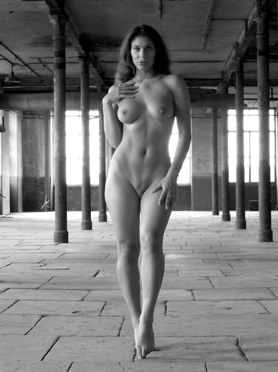 Omg. This was taken by the talented Rob on Saturday. WOW #photoshoot #artnude Ll47djEiv