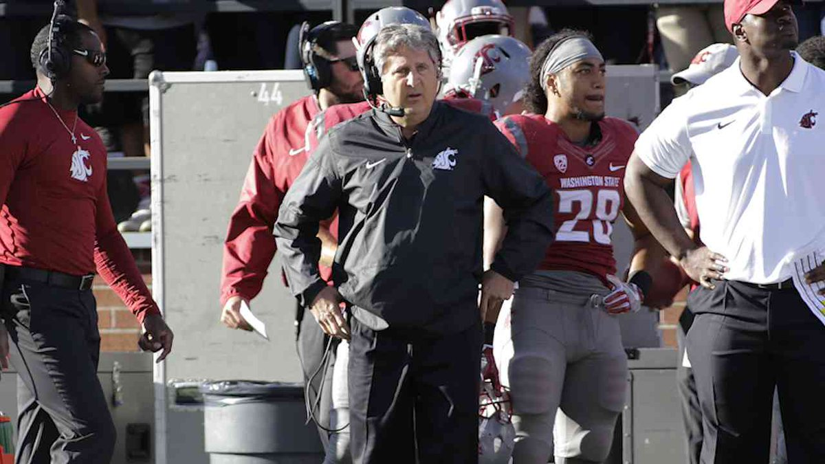 .@WSUCougars coach #MikeLeach accused police & media of targeting his players. @MattHayesCFB & @NoahCoslov discuss. https://t.co/F0T31YIHKl