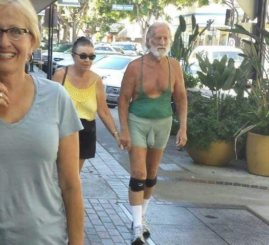 Is that a fish in his shorts? RT @MistyRawa: @tommychong is that you tommy https://t.co/6grvgHcqZh