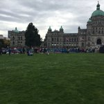 Were still 5 hours away and there is plenty of space on the legislature lawn #RoyalVisitCanada https://t.co/2ujLD5V5Eg