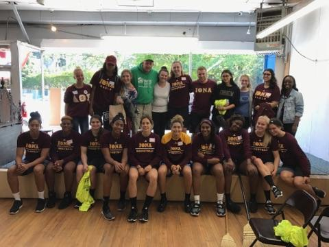 Nothing like a team of #college warriors #volunteering at our HQ helping..habitat thanks @ionacollege. Go gaels https://t.co/wAs1LYTcmY