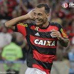 15 minutos, duas assistências e virada do @Flamengo! Gostou da atuação do meia, rubro-negro? https://t.co/ylPkJYRur2