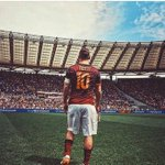 Happy birthday capitano #francescototti #Totti40 https://t.co/wUa1TOL3z4 https://t.co/XrFPge1Kaf