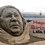 Sand artist Sudarsan Pattnaik dedicates a sand sculpture to legendary singer Lata Mangeshkar on her 87th Birthday https://t.co/FhlrLY3G8S