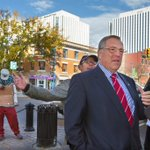 Homeless protester tries to grab spotlight at mayoral hopeful Don Atchisons news conference on a vibrant downtown. #yxe #yxecc #yxevotes https://t.co/YhSM6ew85e