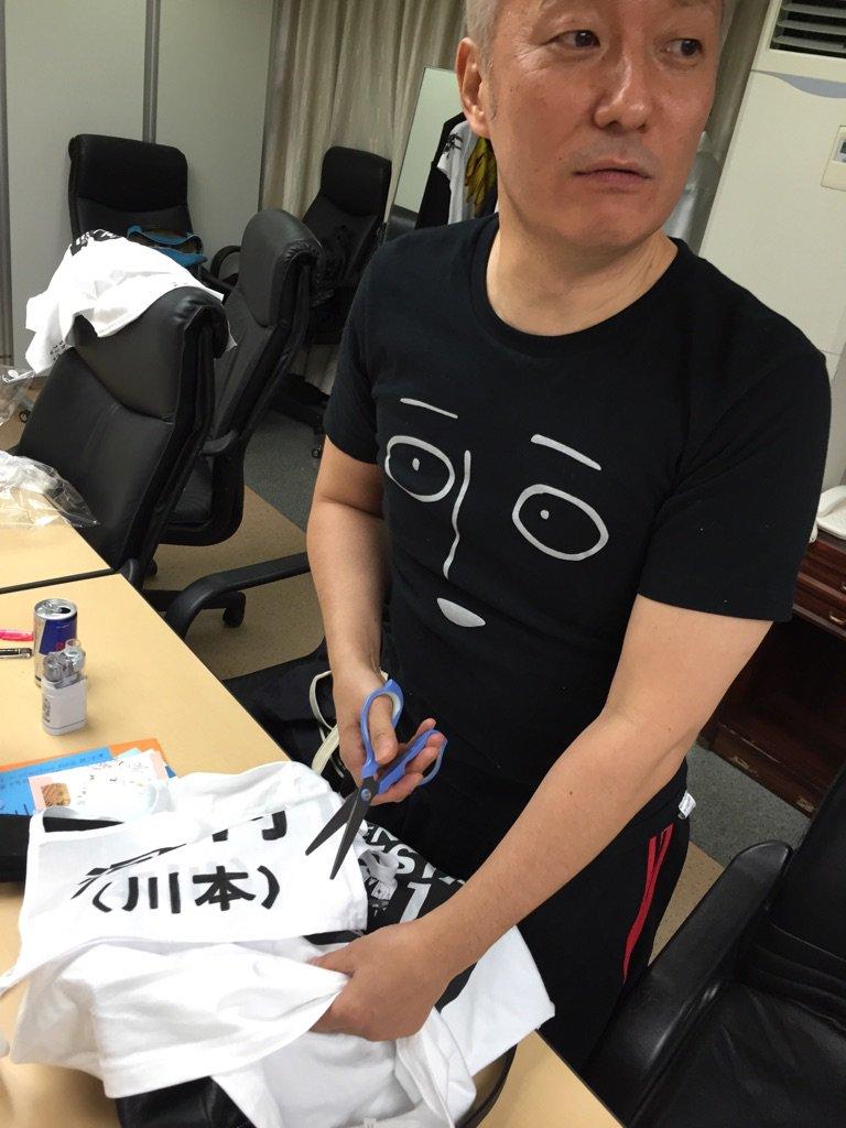 仕立て屋さんが川本成のTシャツを勝手にアレンジしてます。ちなみに成はまだ知りません。 #テニフェス2016
