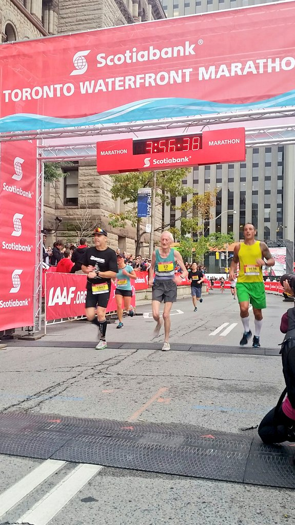 The sensational Ed Whitlock annihilates another world record, running 3:56:38 as an 85 year old!! #STWM https://t.co/nHVZwD79b2