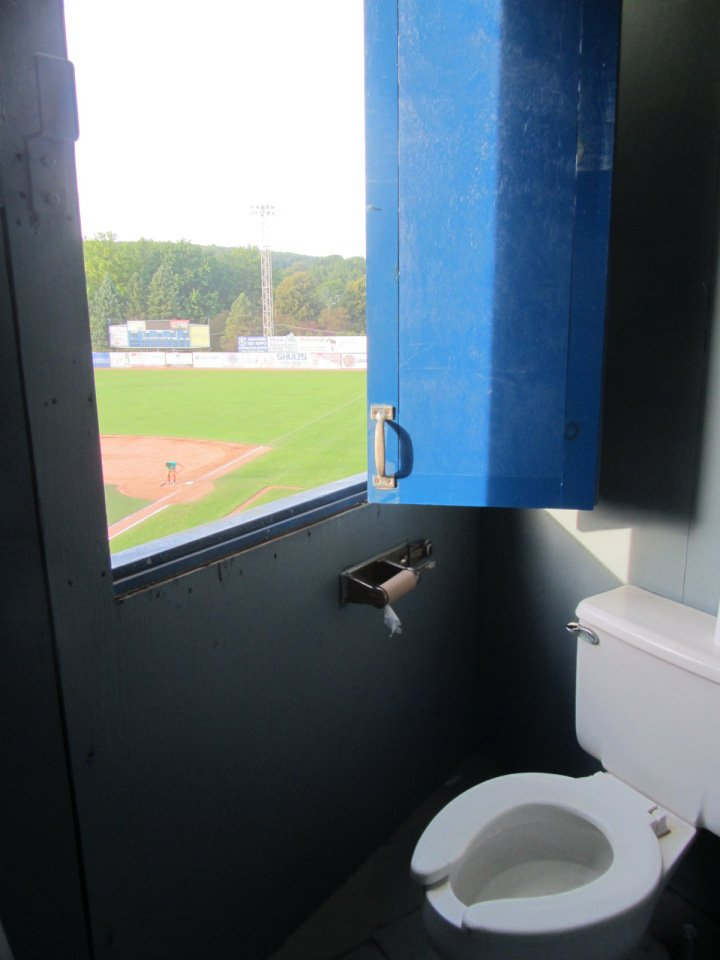 The best restroom I ever saw at a Minor League ballpark was this, in Jamestown Jammers pressbox. https://t.co/IZhHrrUqNe