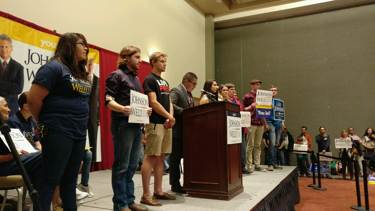 University of New Mexico College Republicans announcing support for Gary Johnson. #nmpol https://t.co/M8n7uwwg9c