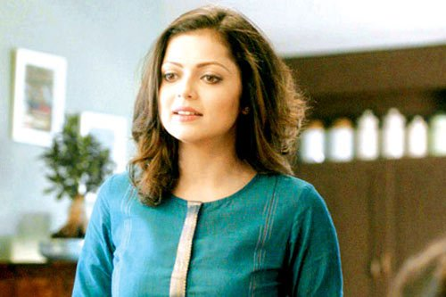 First look: #DrashtiDhami in all new avatar for her new #TV show https://t.co/zUIpt8HPHF https://t.co/58ET0VbqAw