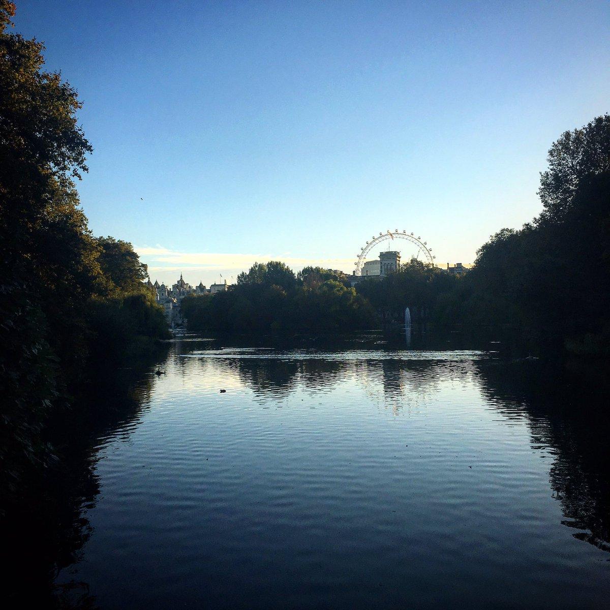 Lungs of London: St James's Park at early light https://t.co/9VASF0GCtt