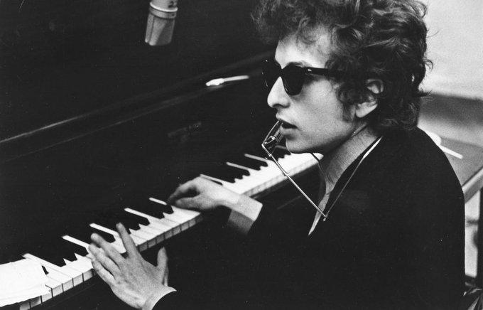 Le prix #Nobel de littérature est attribué au chanteur américain Bob #Dylan  >> https://t.co/3e3JnJl19c