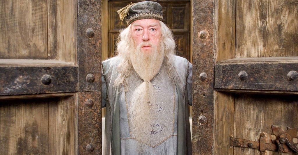 Dumbledore confirmado no segundo filme de AnimaisFantásticos https://t.co/0i3wpIMj0g https://t.co/16gHnsT8IW